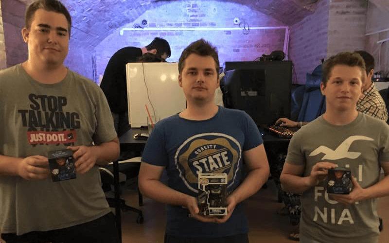 A július 24-ei Tavern Hero nyertese és a paklijai